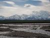 Die Alaska Range vom Fluss aus ...