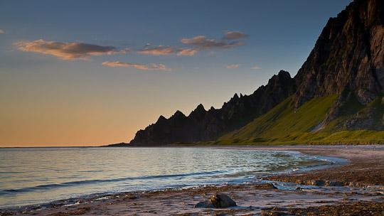 Der Strand von Bleik mit der Stimmung der Mitternachtssonne