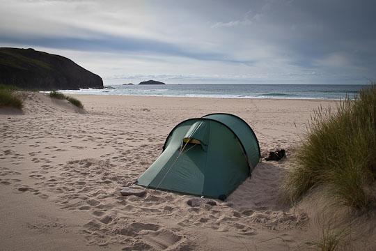 Übernachtungsplatz mit 5-Sterne Ausblick am Strand der Sandwood Bay