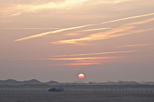 Sonnenausfgang am Strand von Sankt Peter-Ording ...